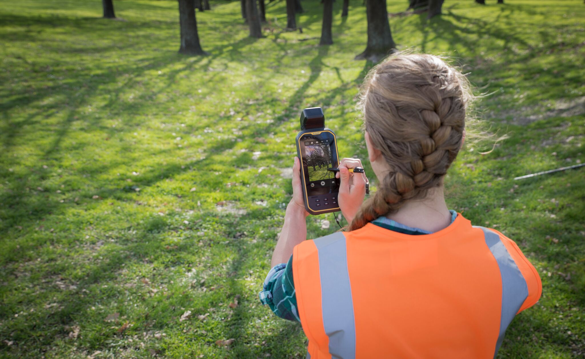 Trimble Introduces New Handheld Computer for Field Data